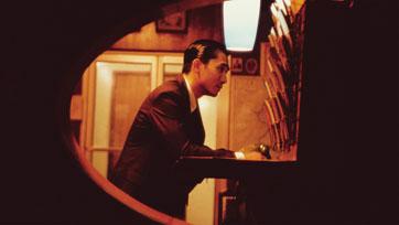 In the Mood for Loveนำ เหลียงเฉาเหว่ย นักแสดงชาวฮ่องกงคนแรก คว้ารางวัลจากเทศกาลภาพยนตร์เมืองคานส์