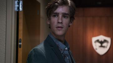 """กลับมาเรียกเสียงหวีด """"เบรนตัน ทเวทส์"""" ในภาพยนตร์โคตรปั่น """"Office Uprising ออฟฟิศป่วนซอมบี้คลั่ง"""""""