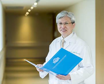 """รศ.นพ.สุรศักดิ์ ลีลาอุดมลิปิ """"นวัตกรรมทางการแพทย์และการพัฒนาจะช่วยยืดอายุให้ผู้คน"""""""