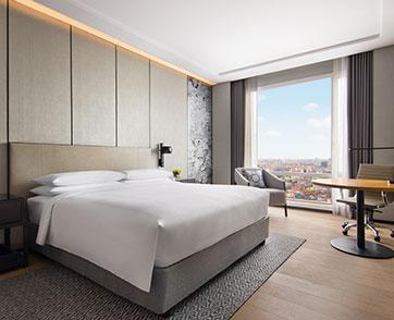 Work From Hotel Suite เปลี่ยนห้องสวีทแมริออท สุรวงศ์  เป็นห้องทำงาน