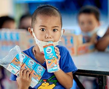 นมล้านกล่องจากโฟร์โมสต์ สู่ล้านรอยยิ้มของเด็กไทยมอบสุขภาพดีจากทุกน้ำใจ