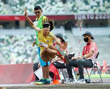 เจนจิรา ปัญญาทิพย์ นักกรีฑาตาบอด กระโดดทำสถิติดีสุด 4.32 เมตร จบที่อันดับ 8