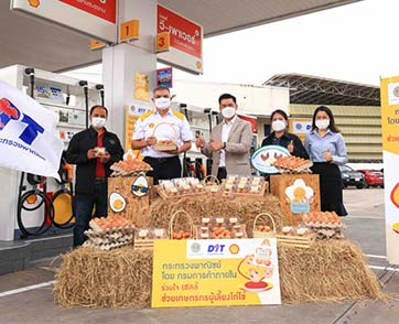 เชลล์ เติมสุข เติมรอยยิ้มให้เกษตรกรไทย แจกไข่ไก่ส่งต่อความสุขแก่ผู้ขับขี่
