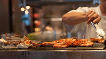 ลิ้มรสอาหารไทยตำรับดั้งเดิม อิ่มอร่อยกับบุฟเฟ่นานาชาติ At Praya Kitchen